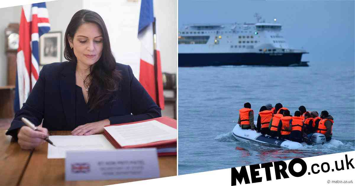 UK signs deal with France to tackle migrant channel crossings