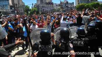 Fuerte rechazo al accionar de la Policía de la Ciudad durante el velorio de Maradona - Diario Contexto