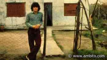 Homenajes espontáneos a Maradona en Villa Fiorito y las canchas de Argentinos Juniors y Boca - ámbito.com
