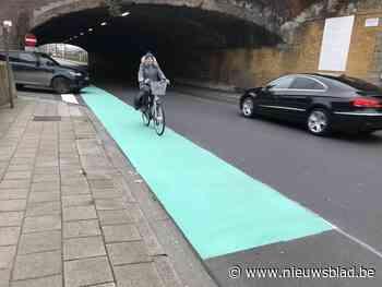 """Appelblauwzeegroene fietssuggestiestrook moet weer weg: """"Het... (Aalst) - Het Nieuwsblad"""
