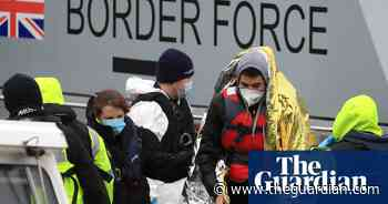 UK and France sign deal to make Channel migrant crossings 'unviable'