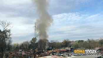 Roma, incendio in via del Foro Italico: traffico rallentato e linea ferroviaria interrotta