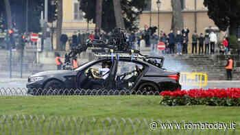 Piazza Venezia set di Mission Impossible: domenica mattina tra sgommate e testacoda