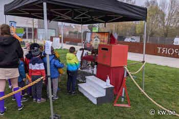 Sinterklaas bedankt kinderen via videoverbinding voor tekeningen