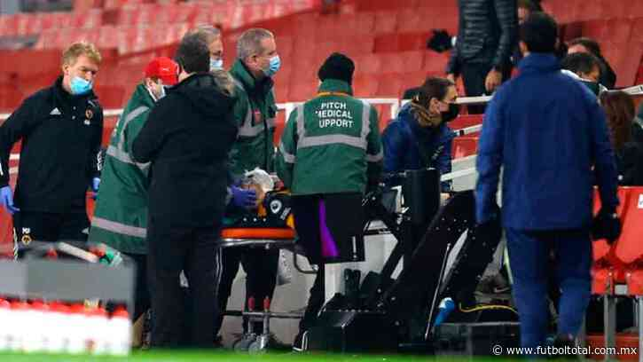Video: Raúl Jiménez salió conmocionado tras fuerte choque de cabeza