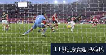 Spurs back on top, Cavani fires United to comeback win at Saints