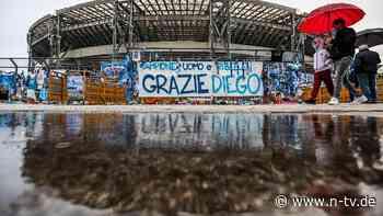 """Zu Ehren Maradonas: Neapel spielt in """"argentinischen"""" Trikots"""