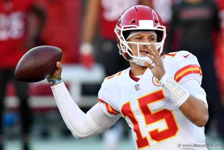Patrick Mahomes, Tyreek Hill have huge day, Chiefs hold off Buccaneers in Week 12