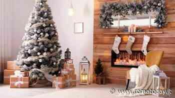 Idee e colori di tendenza per addobbare l'albero di Natale