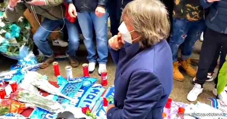 Bruno Conti si inginocchia davanti alla foto di Maradona: il commovente omaggio a Napoli
