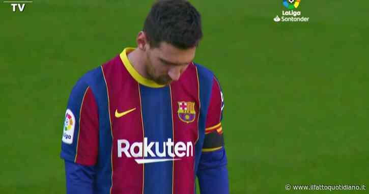 Maradona, la commozione di Messi prima della partita: il video dell'omaggio del Barcellona