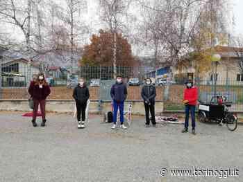 A Luserna San Giovanni primo giorno di scuola davanti ai cancelli delle medie [FOTO] - TorinOggi.it