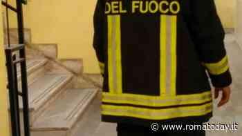 Incendio a Casetta Mattei, scoppia bombola del gas: evacuata palazzina Ater