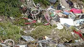 """Tevere, una valanga di rifiuti a duecento metri da Tiberis: """"Nulla è cambiato"""""""