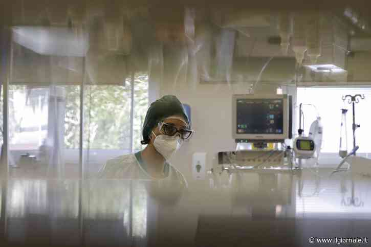 Covid rallenta:16mila contagi, risalgono decessi e ricoveri