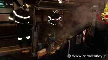 Tuscolano sotto attacco: incendiati sei cassonetti al Quadraro e Cinecittà