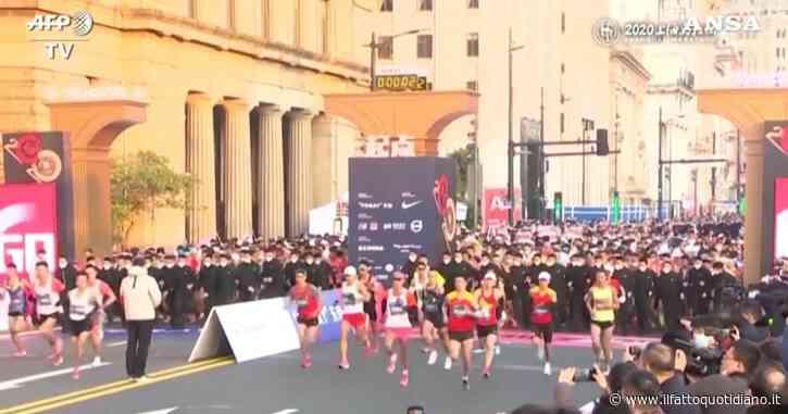 A Shanghai il maxi-evento che sfida il coronavirus: 9mila corridori partecipano alla maratona internazionale – Video