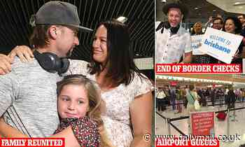 Huge queues at airports as Aussies race to flood into Queensland as the border is opened