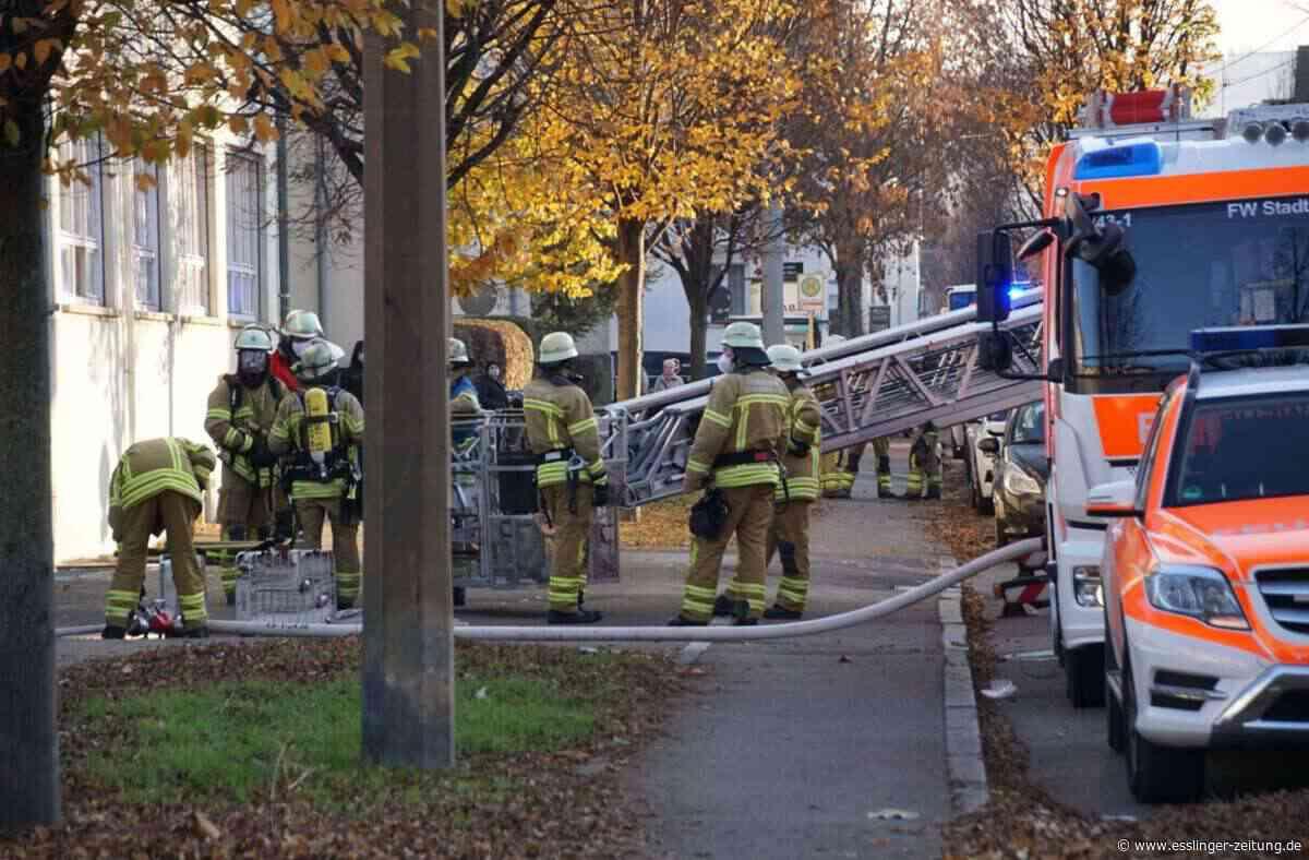Esslingen-Mettingen: Feuer im Keller eines Firmengebäudes - Esslingen - esslinger-zeitung.de