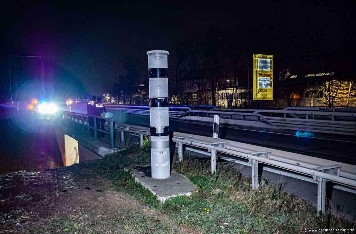 Auf Höhe Neckar Center Weil: Anschlag auf Blitzersäule an der B10 - esslinger-zeitung.de