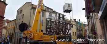 Un homme de 661 livres évacué par une grue en France