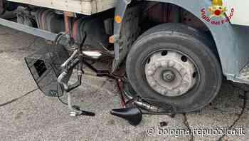 Argelato (Bologna), camion travolge bicicletta: ferita una 90enne - La Repubblica