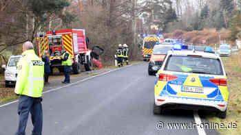 Unfall bei Elsterwerda: 20-Jähriger überschlägt sich mit seinem Auto - Lausitzer Rundschau