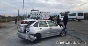 Conductor se impacta contra transporte de personal en la carretera a Laredo - Telediario Monterrey