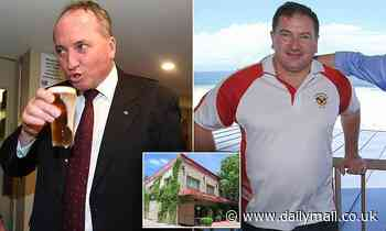 Irish backpackers harass Barnaby Joyce and Deputy Speaker in a Canberra pub