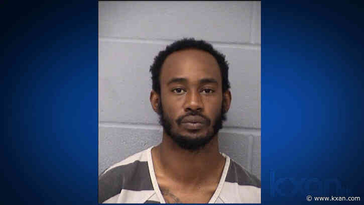 Man accused of randomly shooting 2 people in the head at north Austin gas station