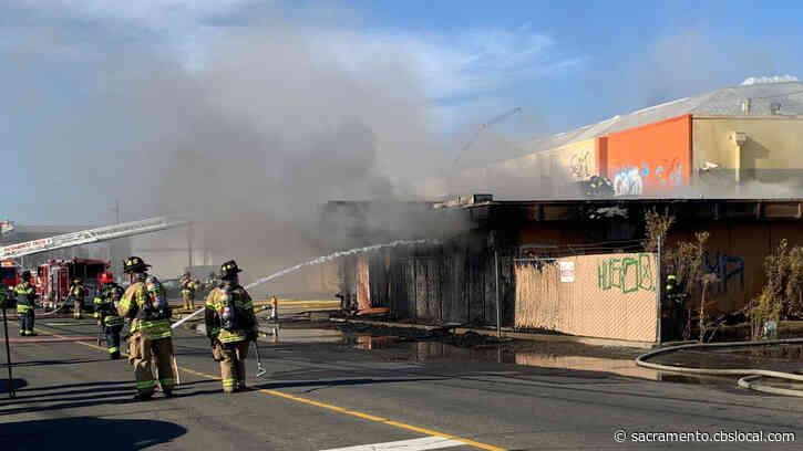 Crews Douse 2-Alarm Fire At Building On Folsom Boulevard