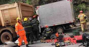 Pedro Leopoldo: batida entre dois caminhões deixa um homem ferido - Estado de Minas