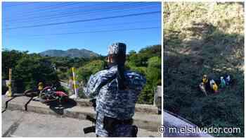 Sargento de la Policía muere al caer a barranco tras accidente en su motocicleta en carretera de Oro - elsalvador.com