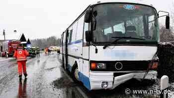 Unfall in Oberbayern: Schulbus kollidiert auf Landstraße mit Auto