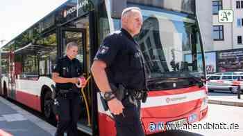 Harburg: Hamburger Linienbusse mit Steinen und Gully-Deckel beworfen