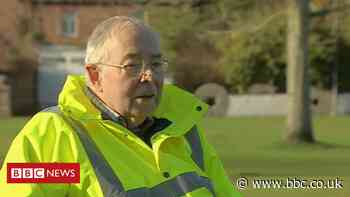 Retired lecturer Charles Hanson completes 86 mile hospice walk