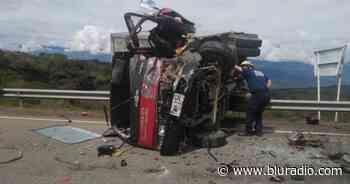 Choque entre vehículos deja cinco personas heridas en Oiba, Santander - Blu Radio