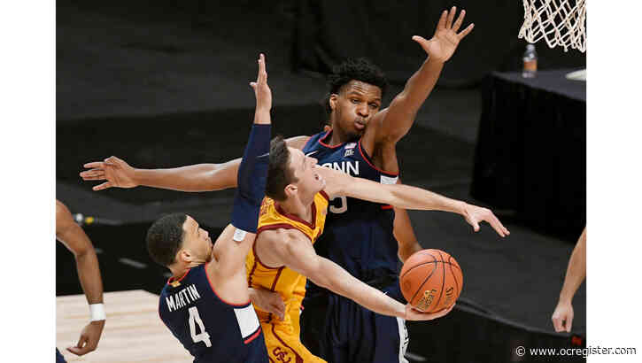 USC men's basketball goes cold late in loss to UConn