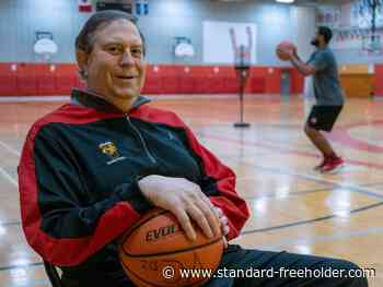 Vanier basketball coach Andy Hertzog retires after 32 years, 761 wins - Standard Freeholder