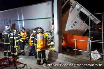 Montpellier : accident au péage de Saint-Jean-de-Vedas, désincarcération du chauffeur et trafic perturbé - France 3 Régions
