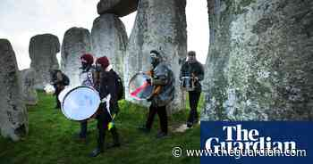 Tunnel protesters sing and drum their way into Stonehenge