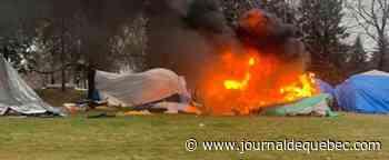 [IMAGES] Une tente brûle au campement Notre-Dame