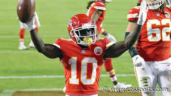 Week 13 NFL player props, best bets, picks, predictions: Tyreek Hill goes over 74.5 receiving yards