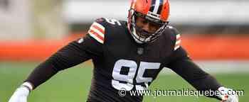 NFL et COVID-19: «On essaie tous de s'accrocher et de passer à travers» - Myles Garrett