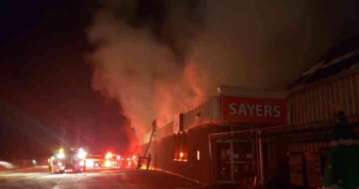 Overnight fire destroys Sayers Foods grocery store in Apsley, Ont. - Global News