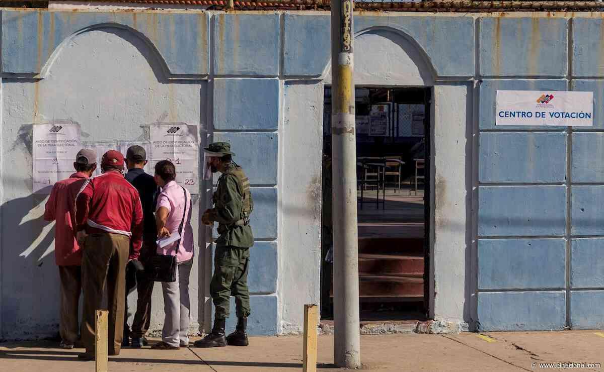 Miembros de la Milicia en Catia La Mar buscaron a la gente en sus casas para que fueran a votar - El Nacional