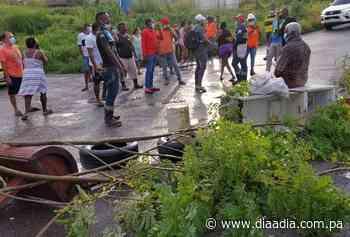 Por falta de agua moradores de Río Alejandro se tiran a las calles - Día a día