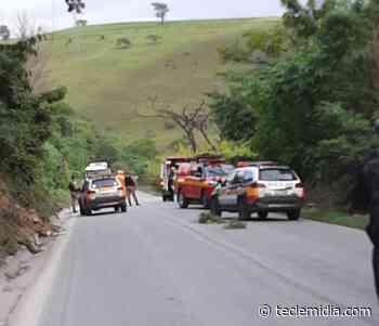 Carro capota na MG-424 em Matozinhos e fecha o trânsito - Tecle Mídia