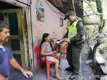 La Policía donó ropa y calzado a familias pobres de Muzo - Extra Boyacá