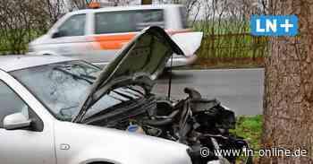 Breitenfelde: Auto kracht auf Landstraße gegen Baum - Lübecker Nachrichten